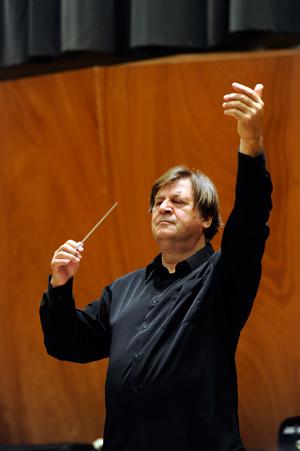 Günter Neuhold, poderoso en la Cuarta de Bruckner. © Enrique Moreno Esquibel