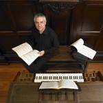 Esteban Landart en el órgano Cavaillé-Coll de Irun.