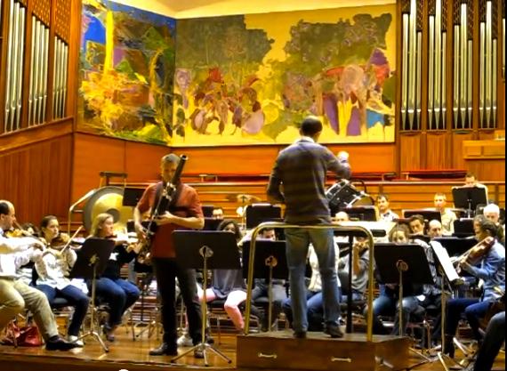 François Proud, fagot, ensaya con la OSE y el Maestro García Calvo Foto: extrañada del canal Youtube de la OSE