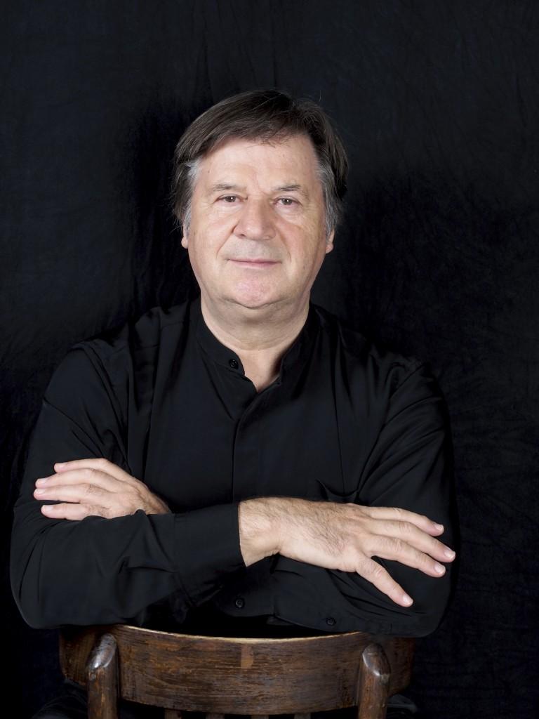 El Maestro Günter Neuhold Fotografía: www.dirigent.at