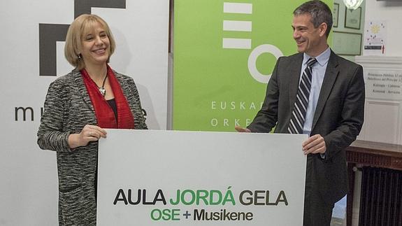 Miren Iñarga, profesora de acordeón y directora de Musikene, y el director general de la OSE, Oriol Roch. Foto: Mitxelena (Diario Vasco)