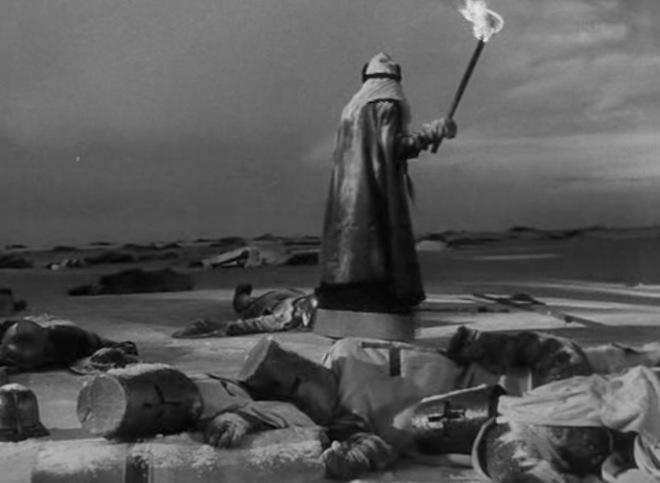 """Una joven busca a su amado entre los muertos. Fotograma del filme """"Alexander Nevsky"""", de Sergei Eisenstein. Fotografía: Eduard Tisse"""