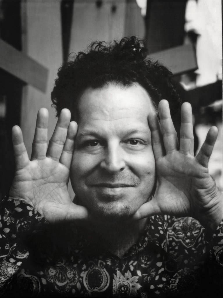 El maestro John Axelrod, retratado por ©Stefano Bottesi