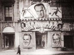 Fachada del Teatro Principal Palacio con el cartel del estreno de Don Manolito en 1943. Fuente: lazarzuela.webcindario.com