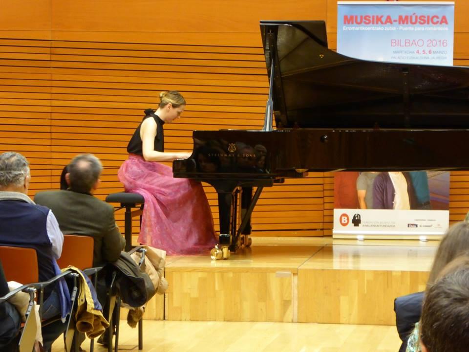 Judith Jáuregui durante el concierto (Foto: Bilbao 700)