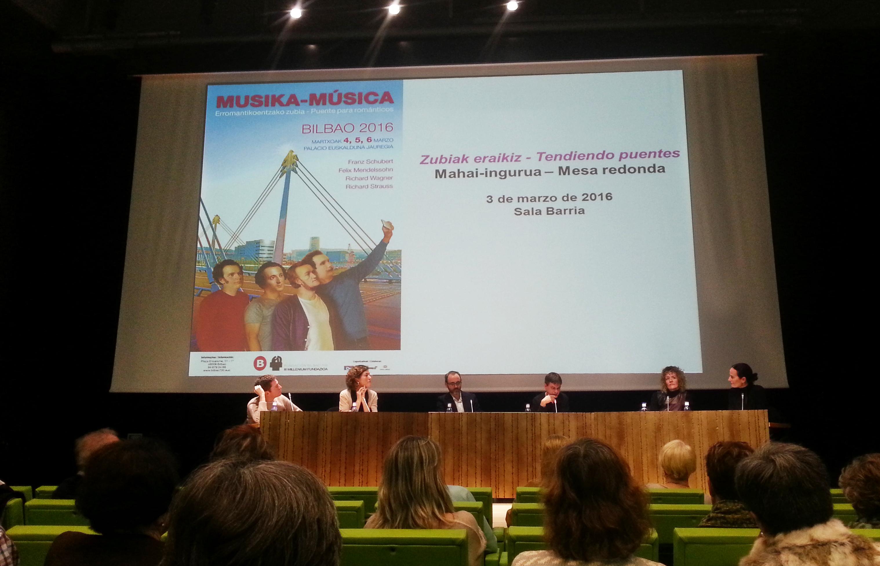 """""""Tendiendo puentes"""": mesa redonda en Musika-Música"""