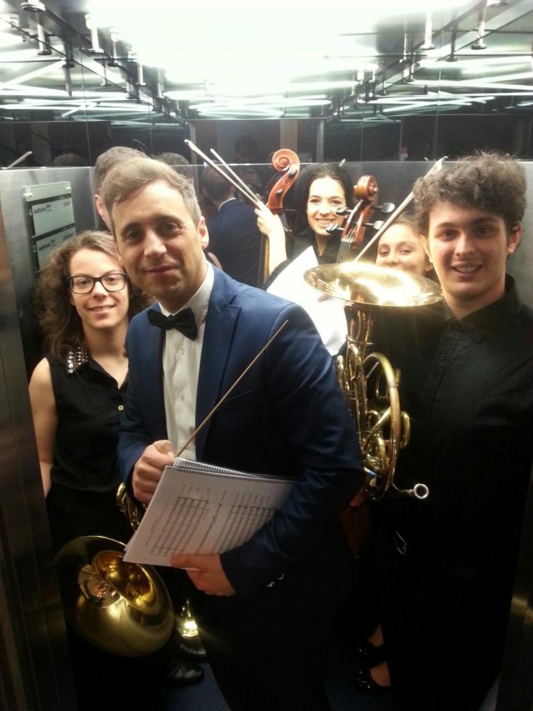 Maestro y director de una orquesta juvenil. Foto: Pablo Cepeda