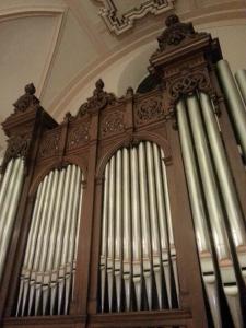 Detalle de la fachada, y de las molduras de la caja del órgano Cavaillé-Coll (1894) de la iglesia de El Carmelo. Foto: Pablo Cepeda