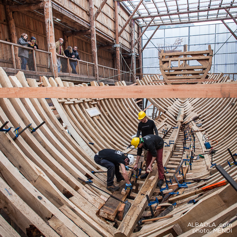 Trabajos de construcción de la nueva Nao San Juan. Foto: www.albaola.com / © Mendi