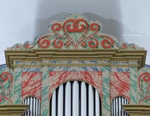 Entablamento del órgano de San Pedro de Loiu, decorado por Eva Arrizabalaga. Foto Pablo Cepeda
