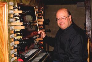 Jesús Martín Moro en el órgano de Baigorry. Foto: Françoise Clastrier