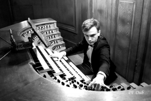 Thomas Ospital en el órgano de Saint-Sulpice de París. Foto: Pierre-Francois Dub-Attenti